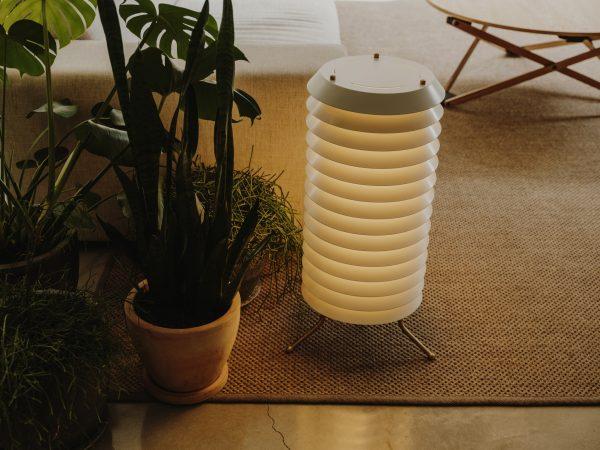 Maija Vloerlamp Maja Floor Lamp Design Ilmari Tapiovaara voor Santa en Cole