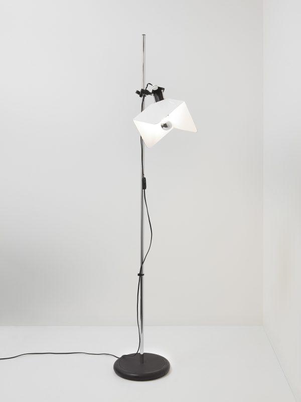 Triedro Vloerlamp Triedro Floor Design Joe Colombo voor Stilnovo